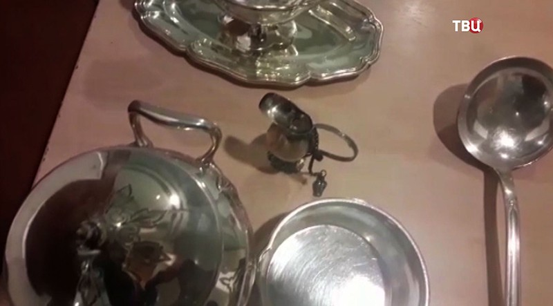 Изъятая антикварная посуда