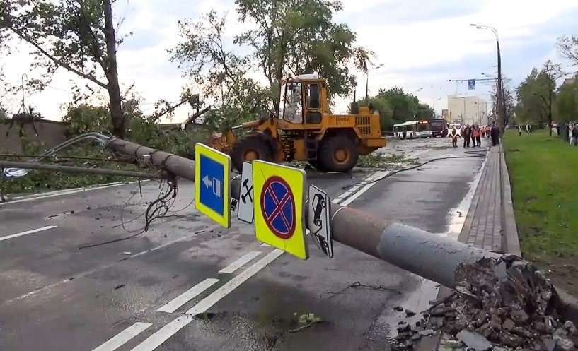 Устранение последствий урагана в Москве
