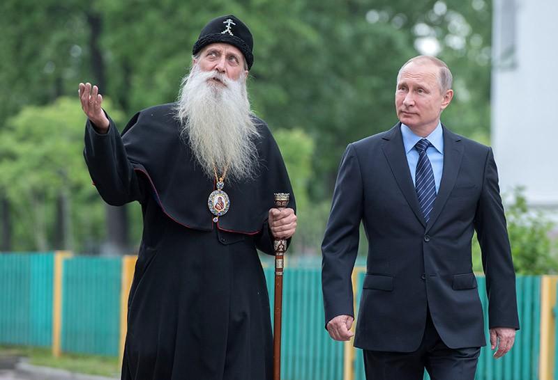 Путин поприветствовал голубя вовремя встречи смитрополитом церкви старообрядцев