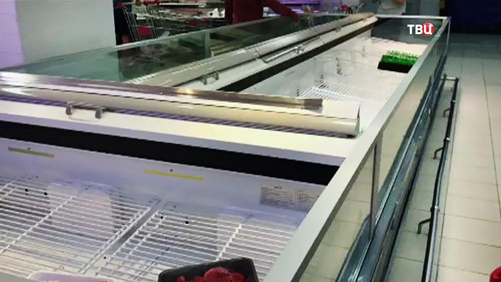 Пустые прилавки в магазинах Катара