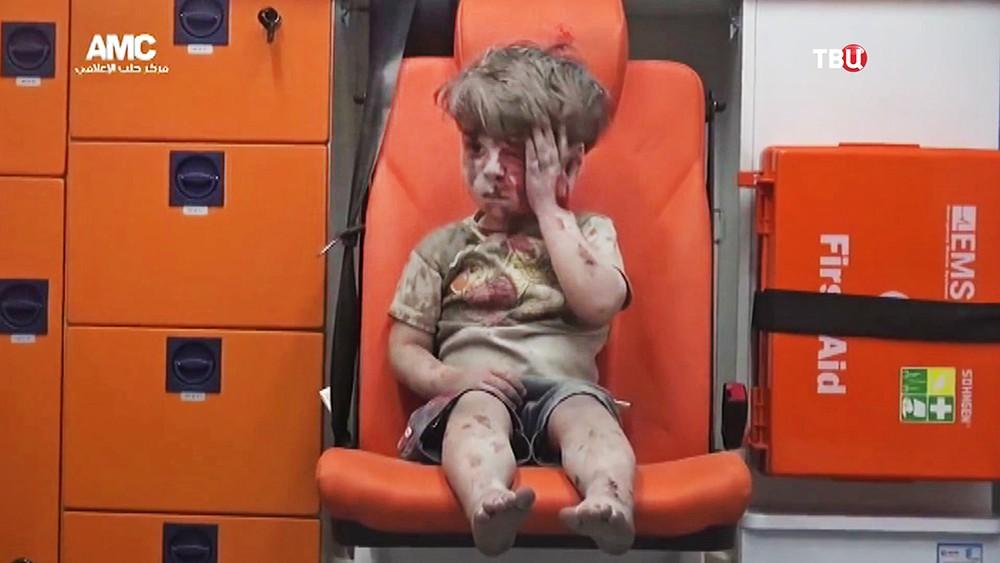Сирийский мальчик Омран Дакниш после бомбежки