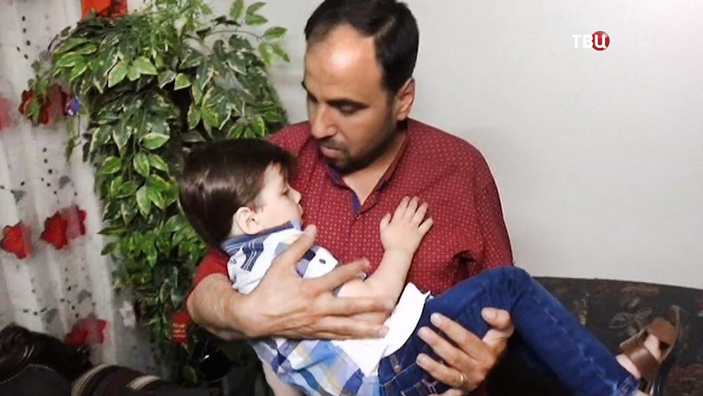 Сирийский мальчик Омран Дакниш и отцом
