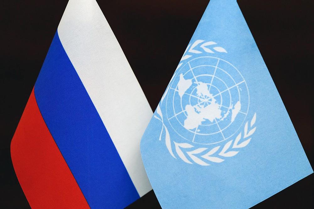 Флаги России и ООН