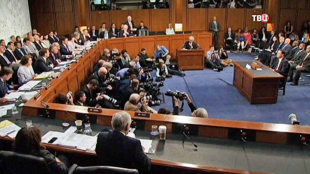 Бывший глава ФБР Джеймс Коми на слушаньях в Сенате США