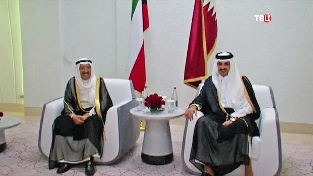 Эмир Кувейта Сабах аль-Ахмед ас-Сабах и эмир Катара Тамим Бен Хамад Аль Тани