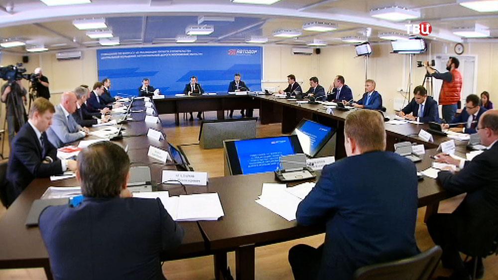 Дмитрий Медведев проводит заседание по развитию дорожного сообщения