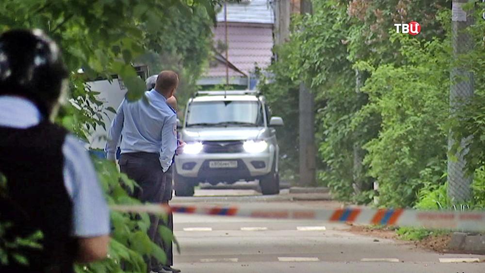Полиция на месте спецоперации в поселка Кратово