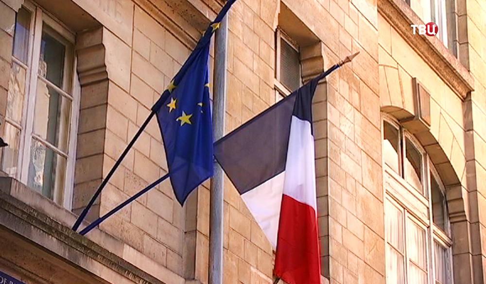Флаги Франции и Евросоюза