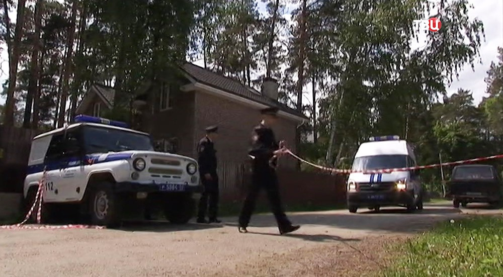 Полиция на месте спецоперации в поселке Кратово