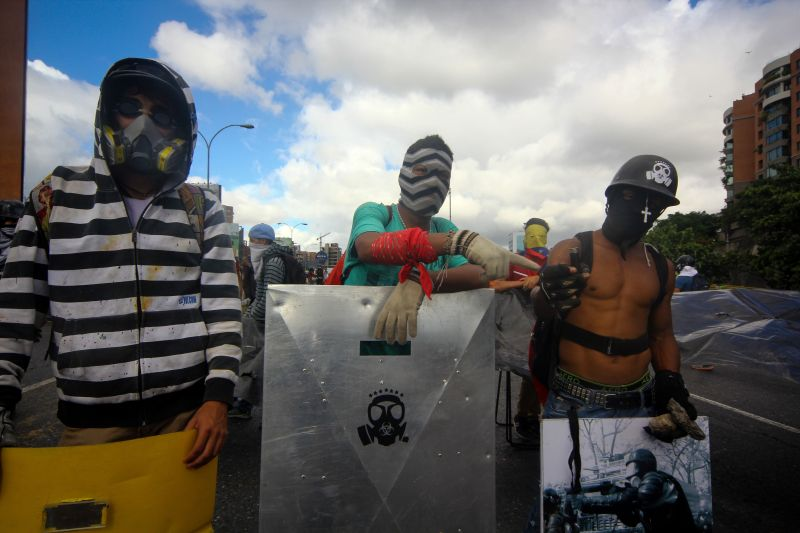 Протестующие подожгли сооружение суда вКаракасе