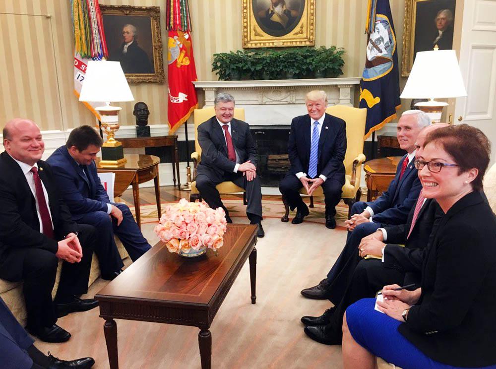 Президент США Дональд Трамп и президент Украины Пётр Порошенко