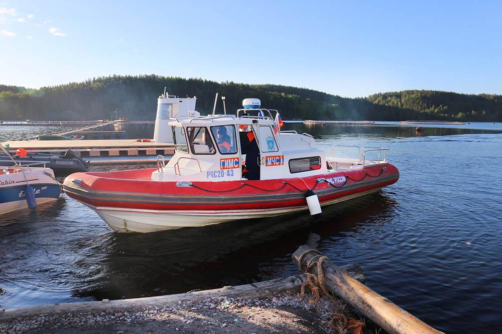 Поисковая операция МЧС на Ладожском озере