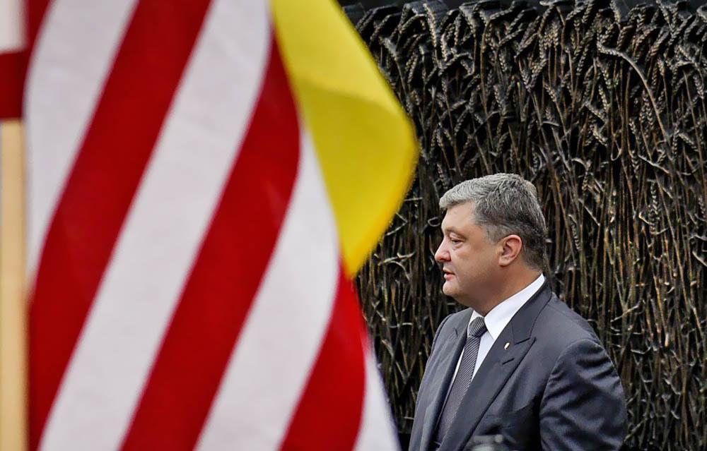 Президент Украины Пётр Порошенко на фоне флага США