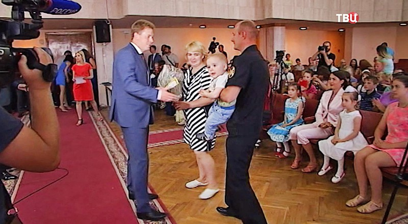 Выдача ключей от квартир жителям Крыма