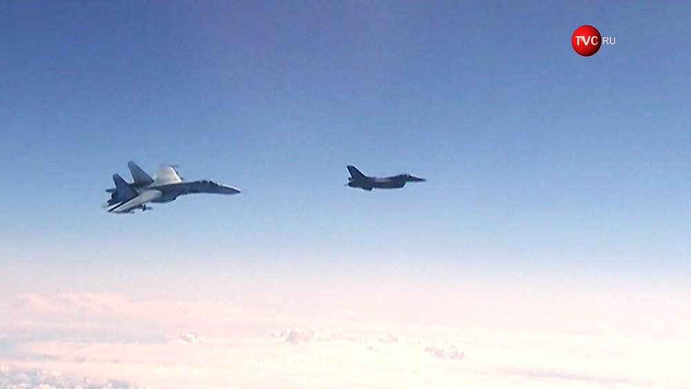 Су-27 перехватывает F-16 ВВС НАТО у спецборта Сергей Шойгу