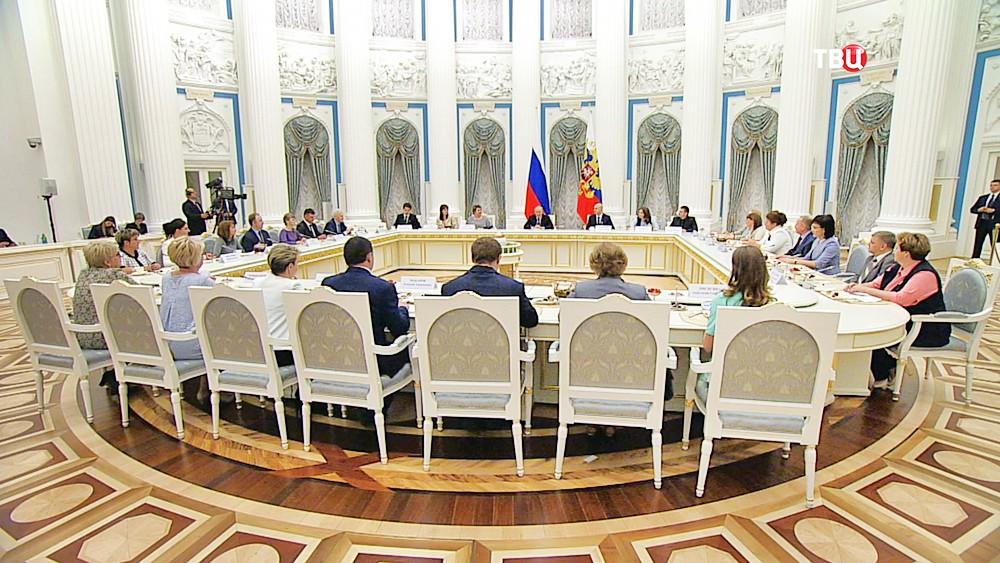 Президент России Владимир Путин на встрече с учителями