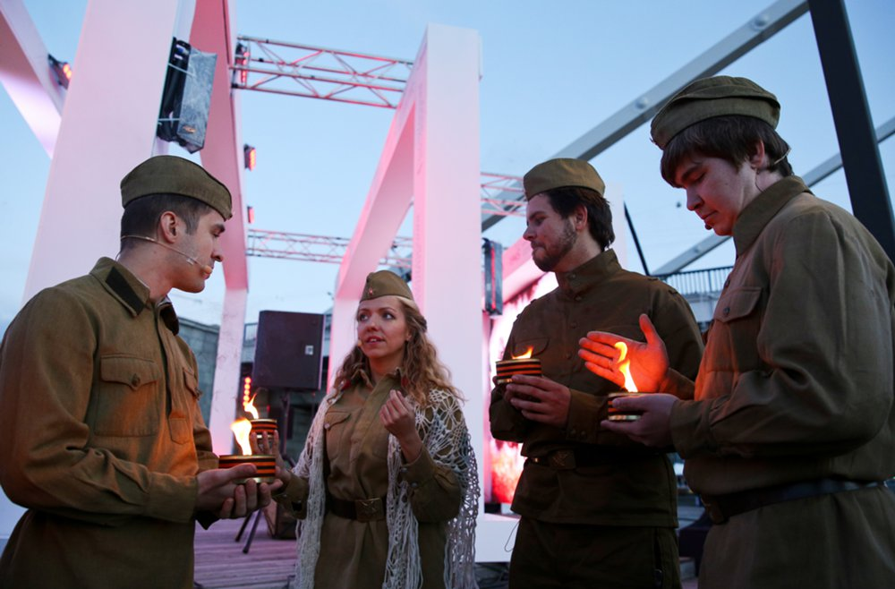 Акция «Линия памяти» на Крымской набережной