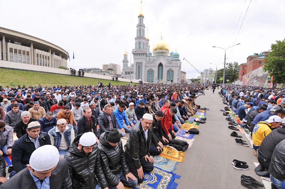 Мусульмане празднуют Ураза-байрама
