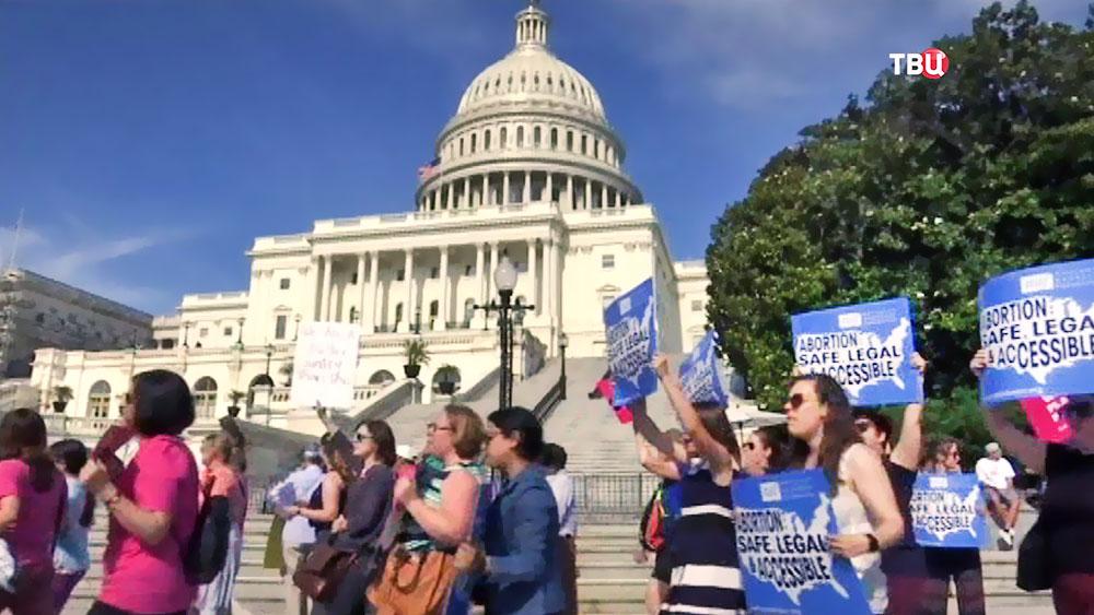 Митинг у здания Конгресса в США
