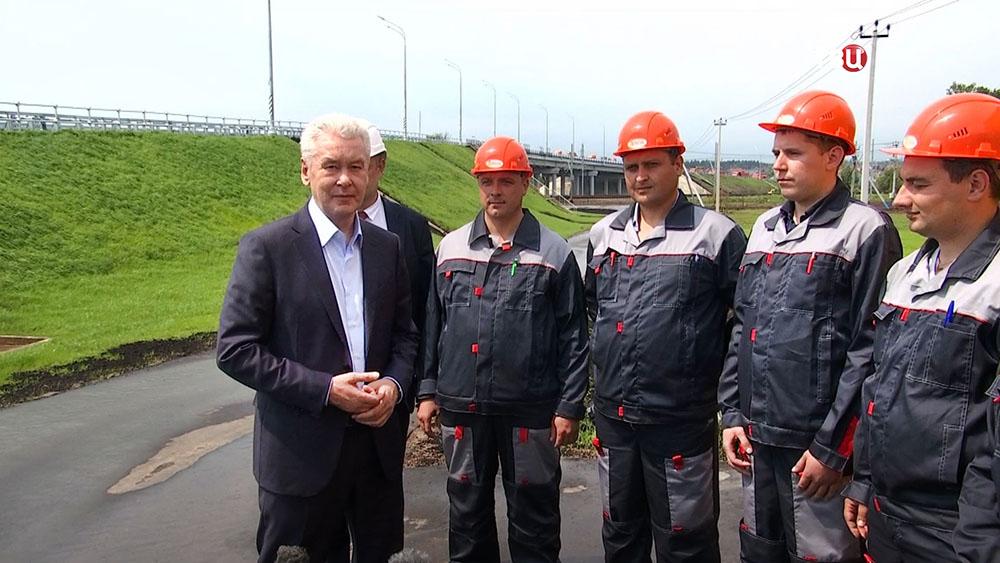 Мэр Москвы Сергей Собянин и строители