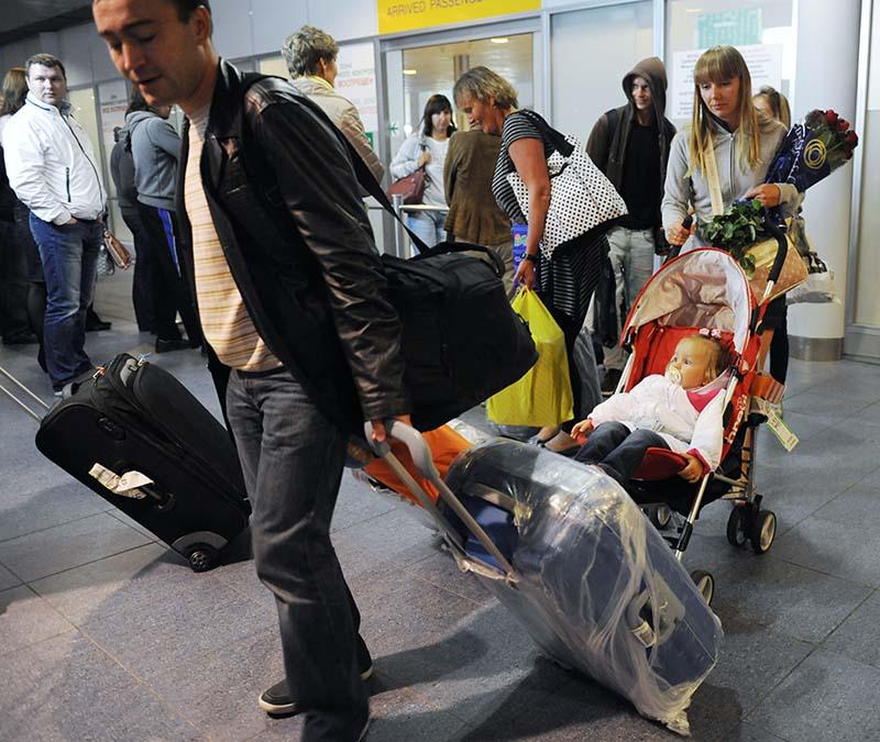 Российские туристы в аэропорту