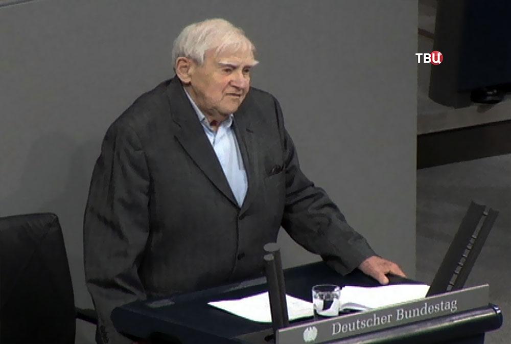 Писатель Даниил Гранин выступает в Бундестаге