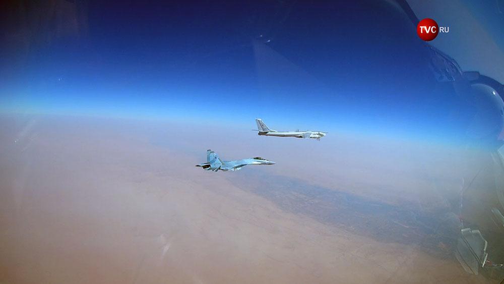 Стратегические ракетоносцы Ту-95МС и истребитель Су-30 СМ