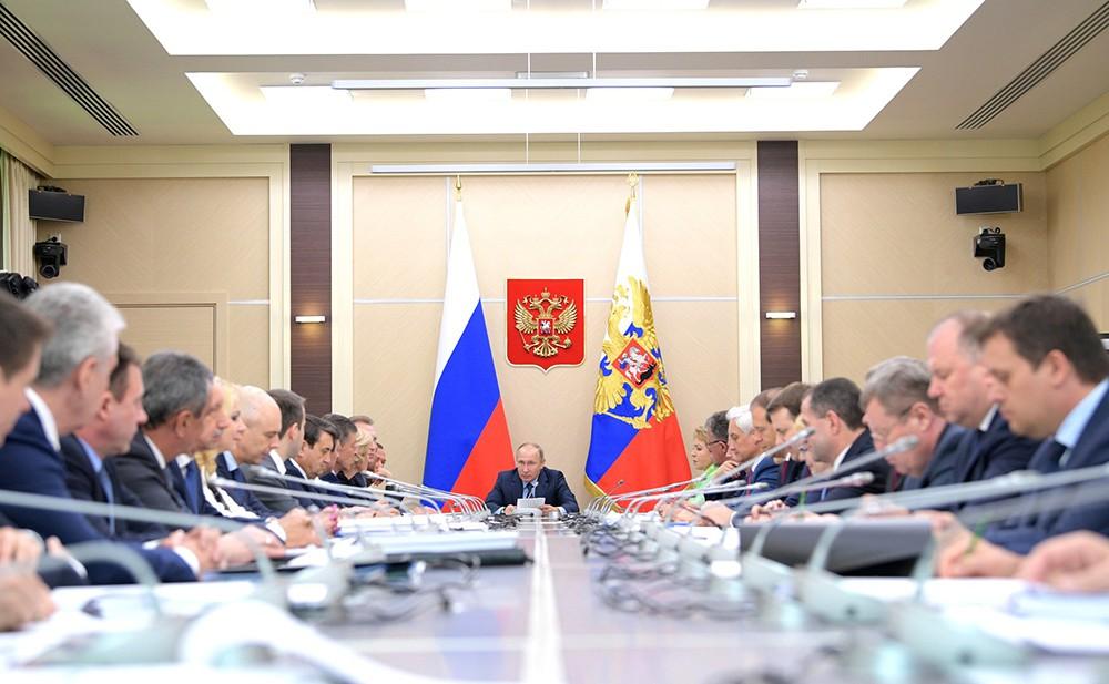 Президент России Владимир Путин на заседании Совета по стратегическому развитию и приоритетным проектам