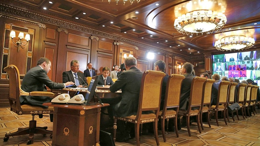 Дмитрий Медведев проводит заседание