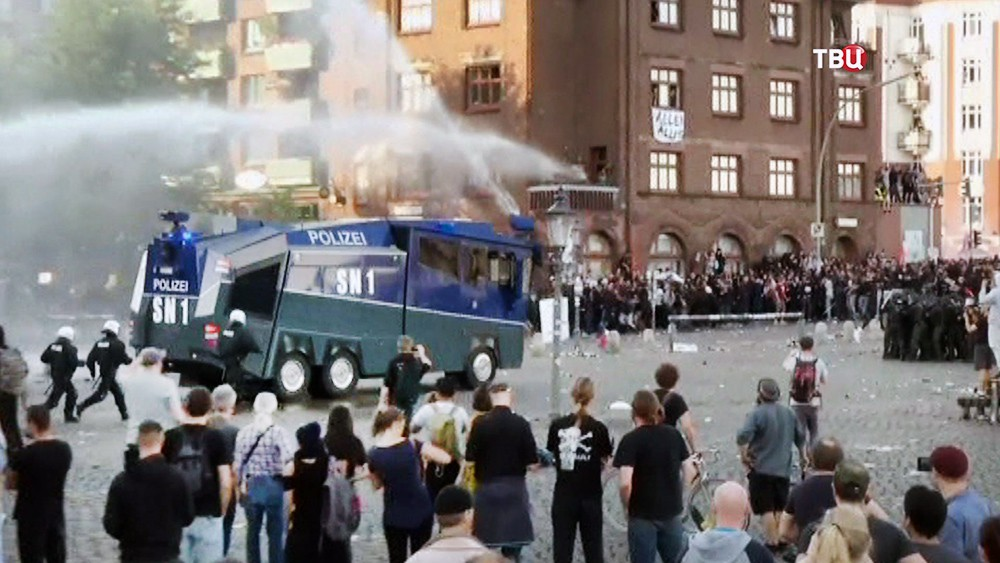 Полиция Германии разгоняет акцию протеста в преддверии саммита G20