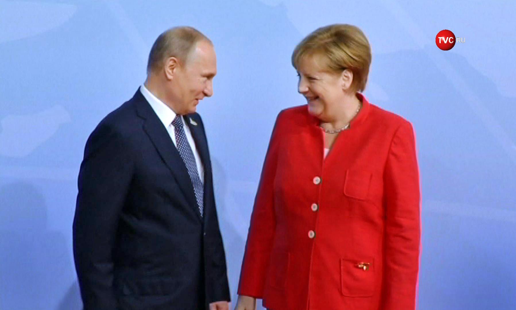 Путин пока несобирается звонить Трампу, Меркель либо Макрону
