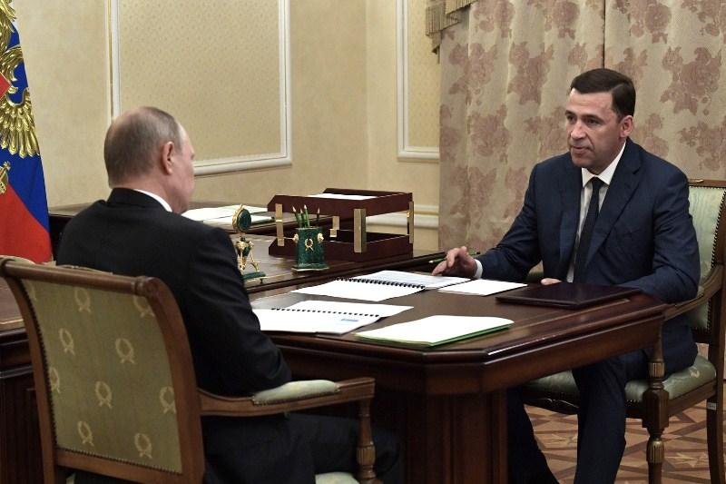 Владимир Путин и врио губернатора Свердловской области Евгением Куйвашевым.