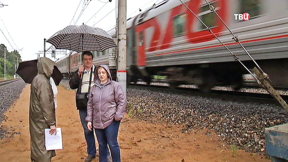 Железнодорожные пути проложили рядом с частными домами