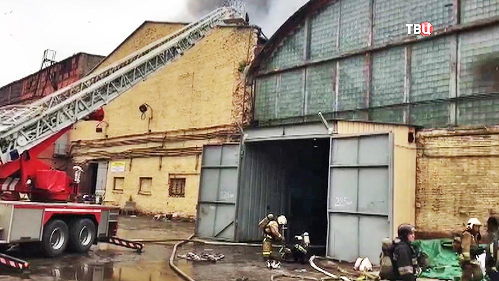 Пожарные расчеты на заводе