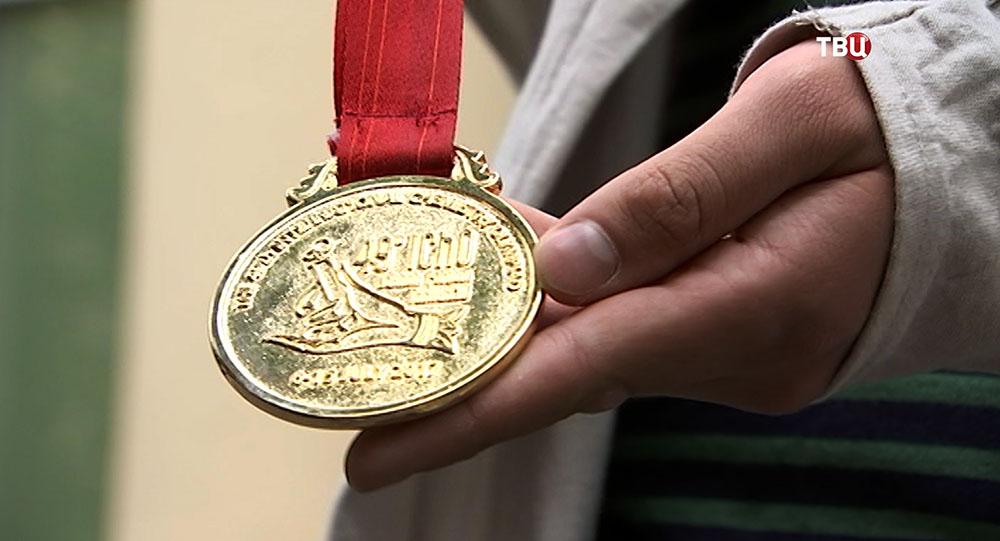 Медаль победителя Международной олимпиады по химии