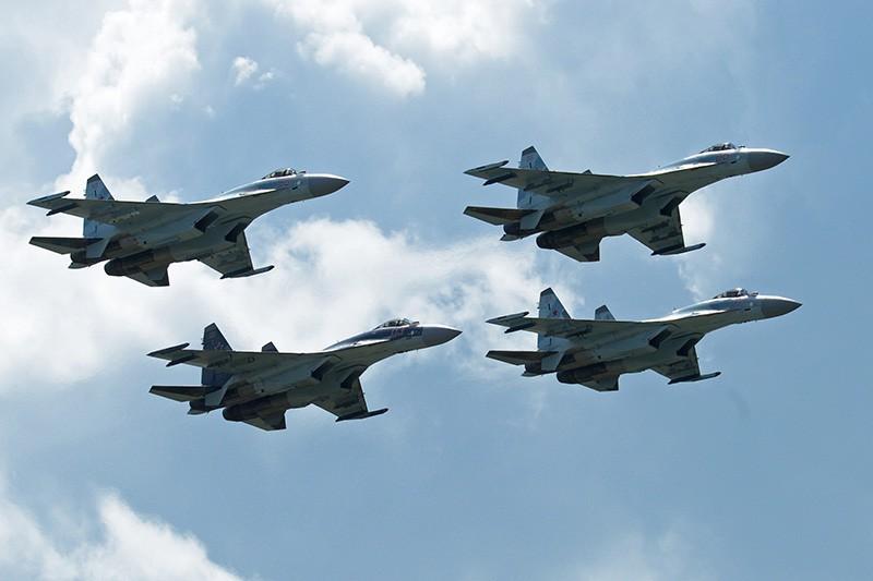"""Многоцелевые истребители Су-35 пилотажной группы """"Соколы России"""""""