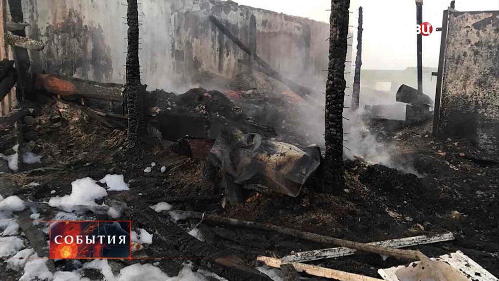 На месте пожара дома в Красноярском крае