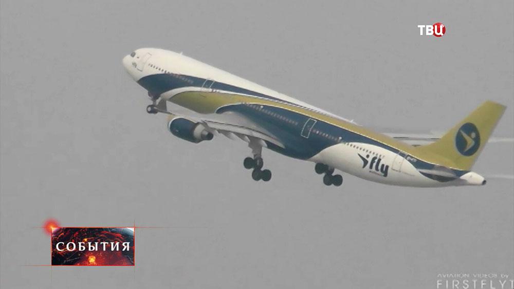 Самолет авиакомпании iFiy