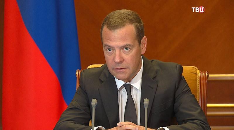 Медведев оЗОЖ: Нужно мотивировать граждан России заниматься физкультурой