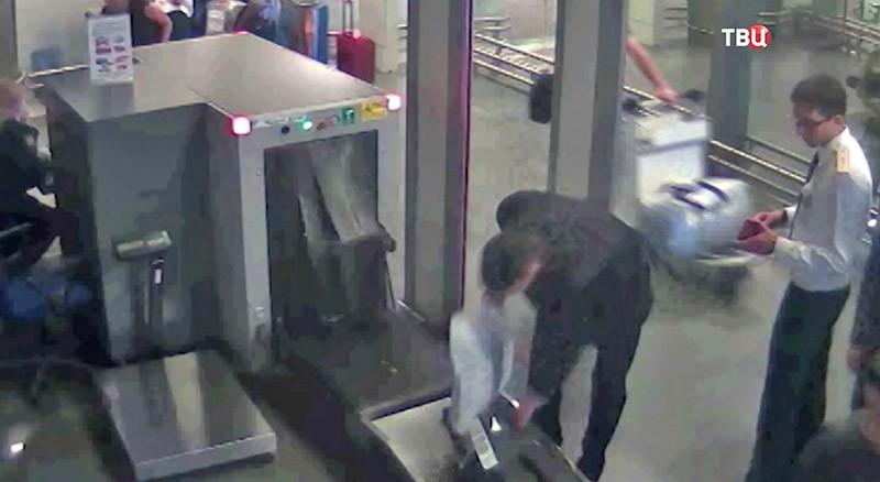 Проверка багажа в аэропорту