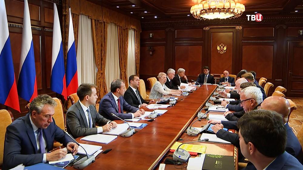 Д. Медведев окрестил «Сколково» проектом экономики будущего