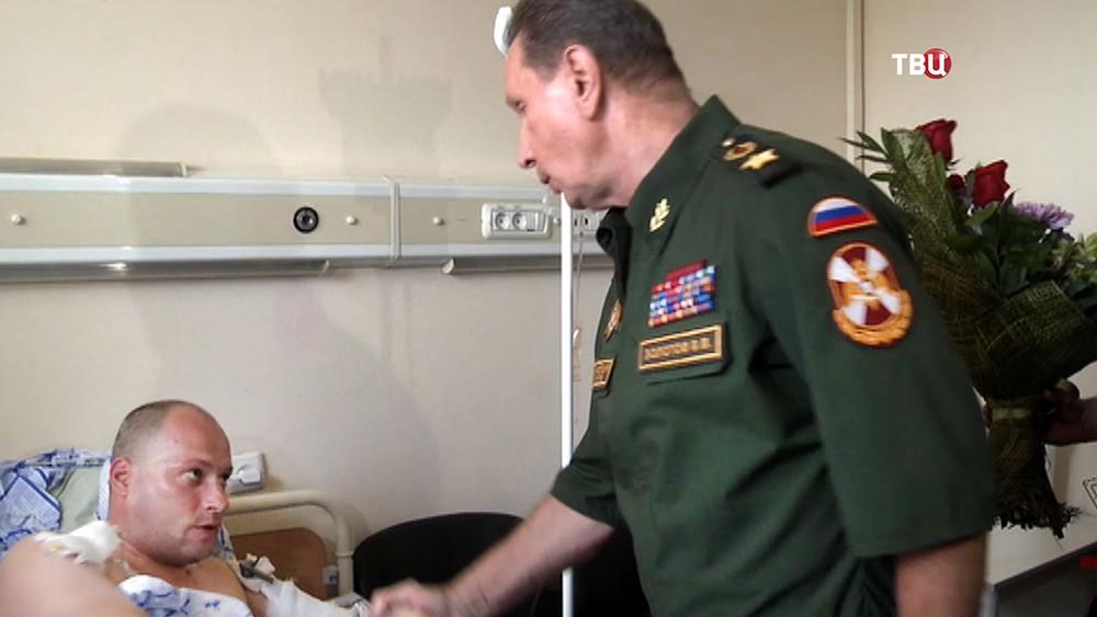 Глава Росгвардии Виктор Золотов навещает раненых силовиков