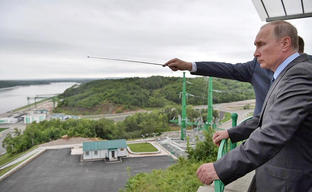 Владимир Путин посетил Нижне-Бурейскую ГЭС