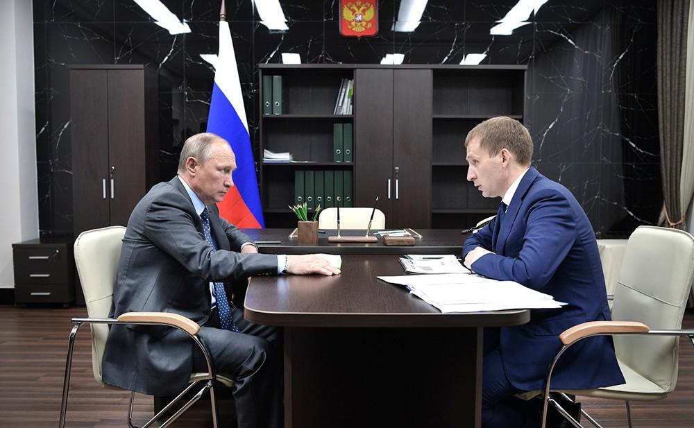 Президент России Владимир Путин и губернатор Амурской области Александр Козлов