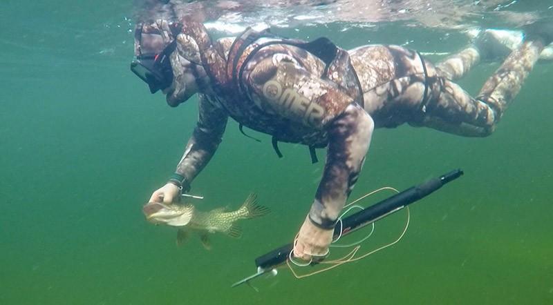 Владимир Путин рыбачит