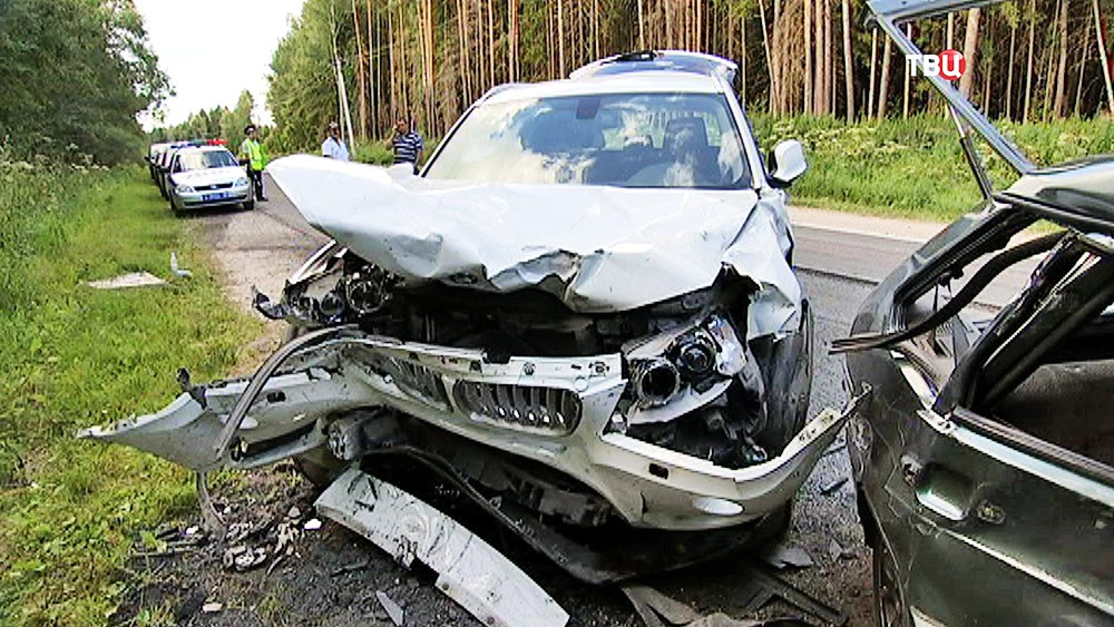 Последствия ДТП с участием автомобилей BMW и LADA