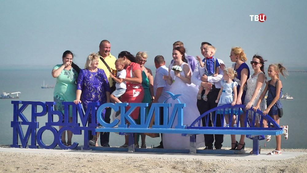 В Крыму установили скамейку