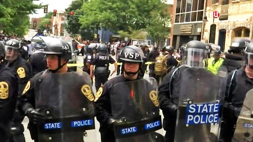 Полиция США держит оцепление