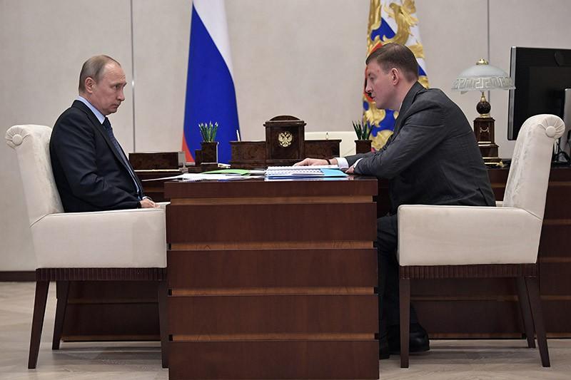 Президент России Владимир Путин и губернатор Псковской области Андрей Турчак