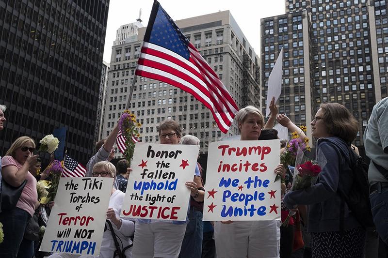 Митингующие в США